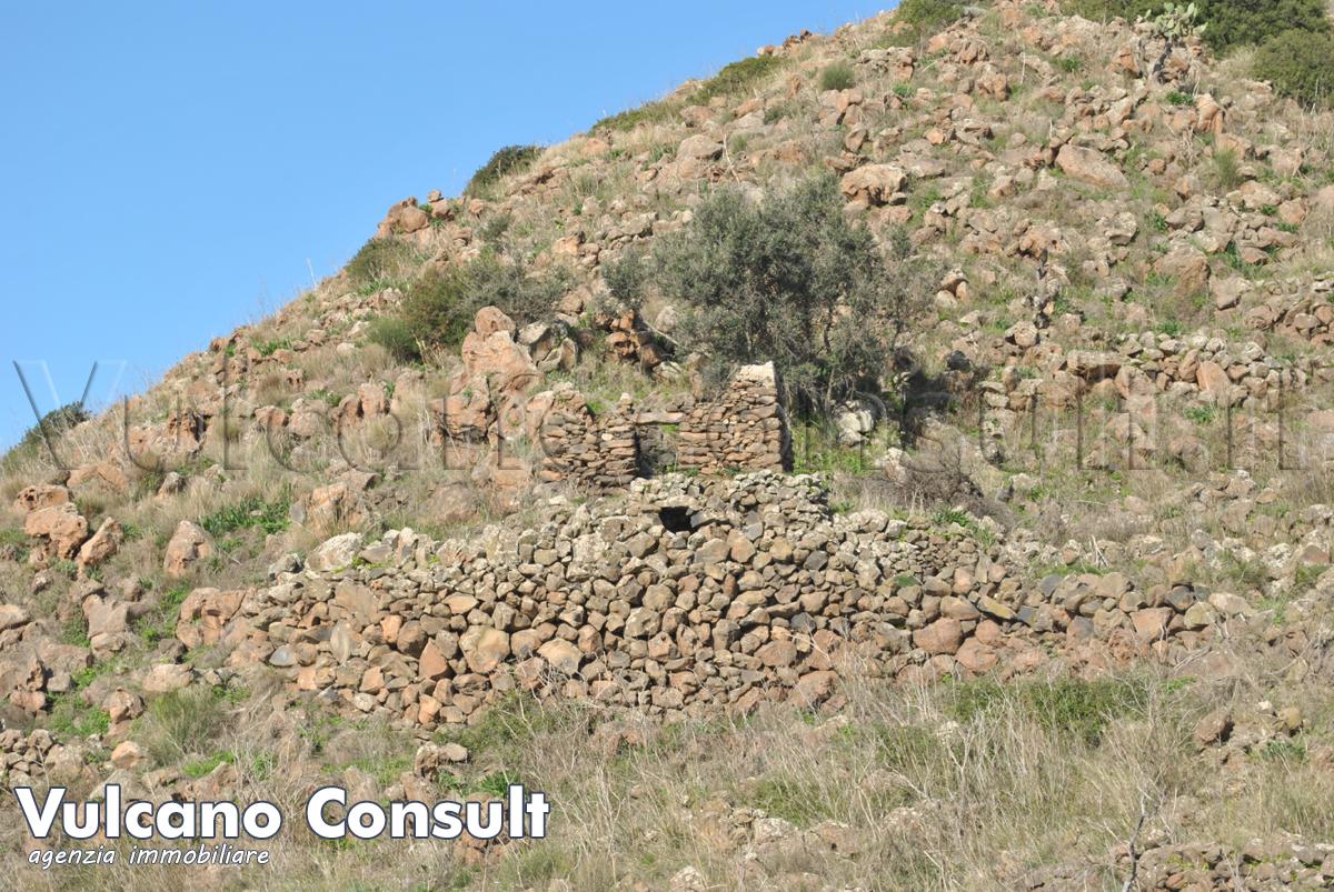 Vendesi rudere isolato e remoto e privi di servizi Alicudi