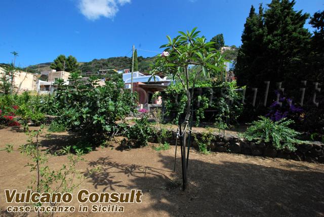 Vendesi villa con dependance in località rocca di ciauli - filicudi