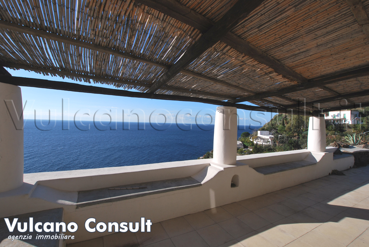 Large property on sale in Filicudi island, Pecorini area.