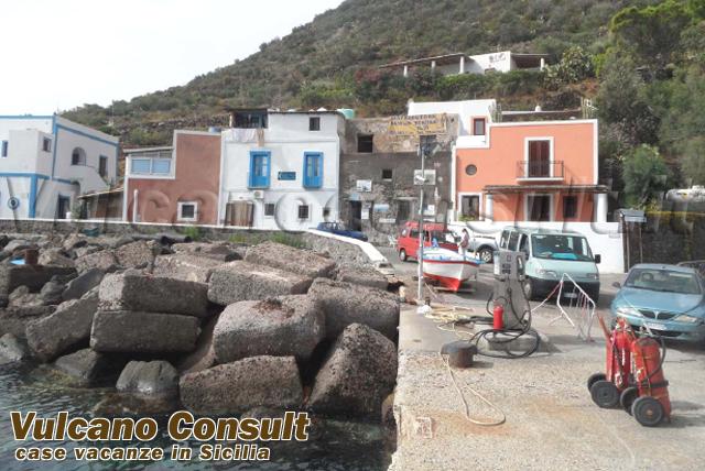 Vendesi immobile al porto Filicudi