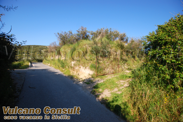 Fabbricato con terreno Quattropani Lipari