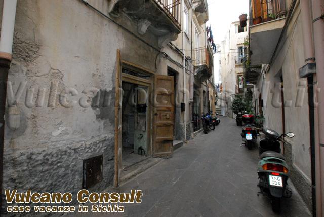 Magazzino centro storico Lipari