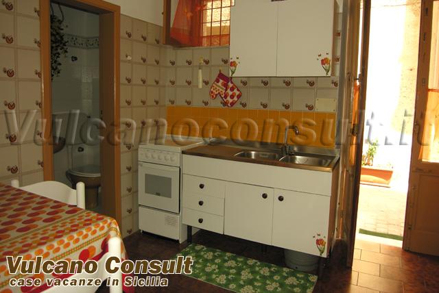Vendesi appartamento centro storico Lipari