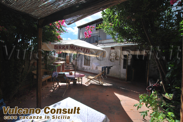 Vendesi casa pianterreno via diana Lipari