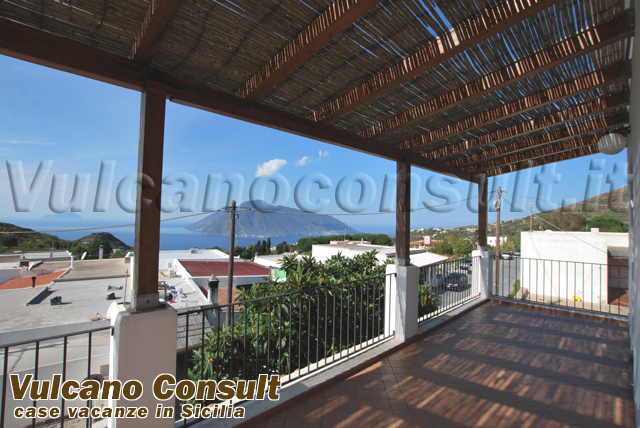 Apartment on the first floor on sale in Quattropani, Lipari..