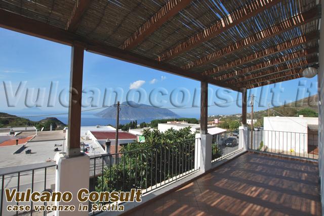 Apartment on the first floor on sale in Quattropani, Lipari.