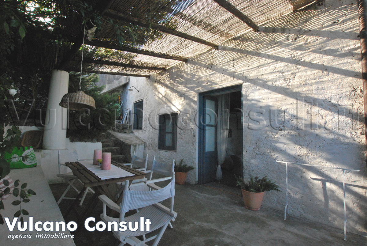 Little aeolian house to sell in Santa Margherita Lipari