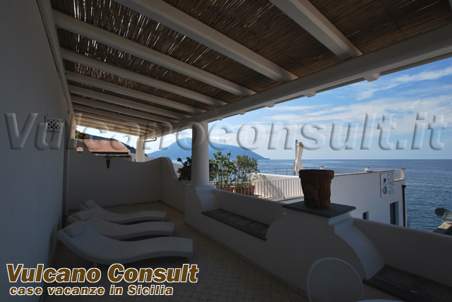 House with terrain to sell in Quattropani, Lipari.