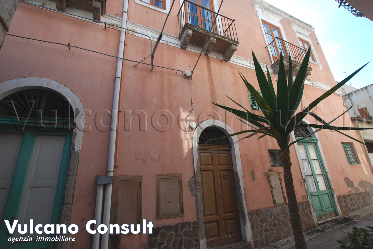 Vendesi casa via Trieste Canneto Lipari
