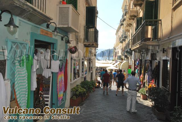 Vendesi negozio via Garibaldi e magazzino Lipari