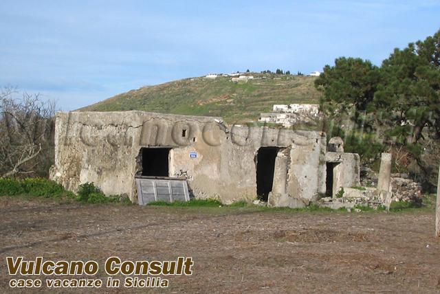 Vendesi terreno con progetto villetta Quattropani