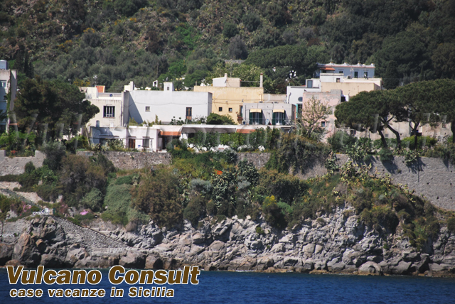 Vendesi casa indipendente via Maddalena Lipari