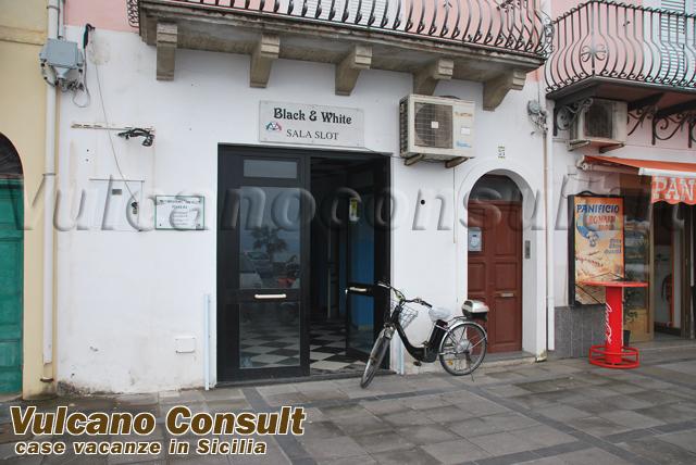 Vendesi magazzino Canneto Lipari