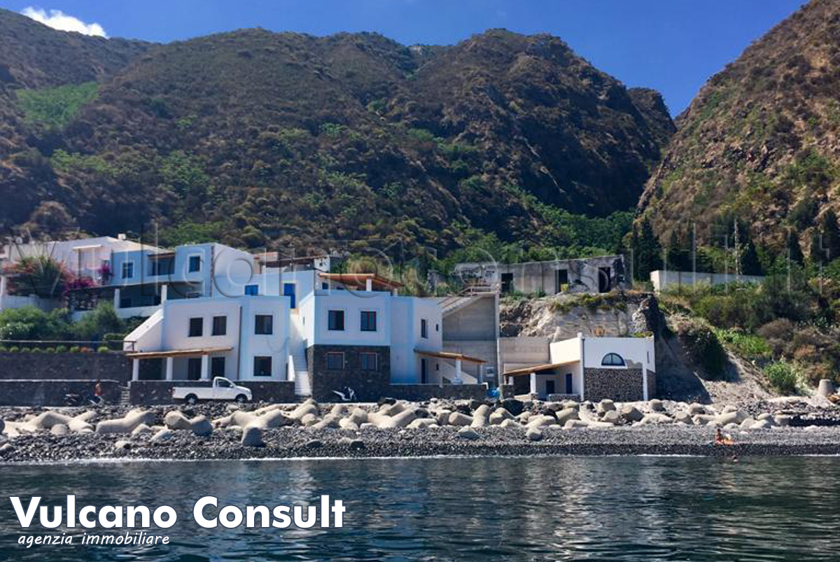 Vendesi grande rudere fronte mare con terrazzo e giardino con progetto approvato