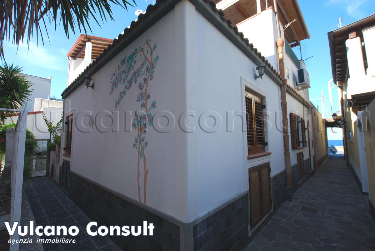 Vendesi Lipari Canneto casa indipendente a 20 mt dalla spiaggia