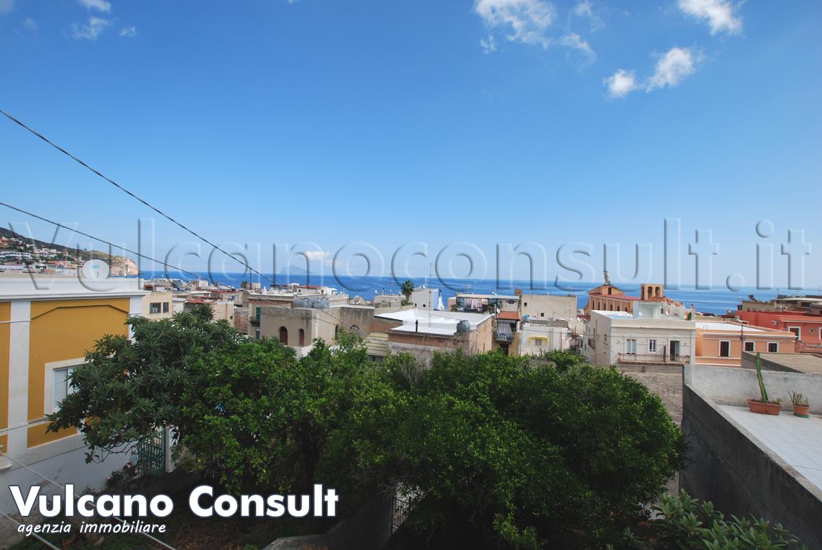 Vendesi a Canneto appartamento vista mare con terrazzo