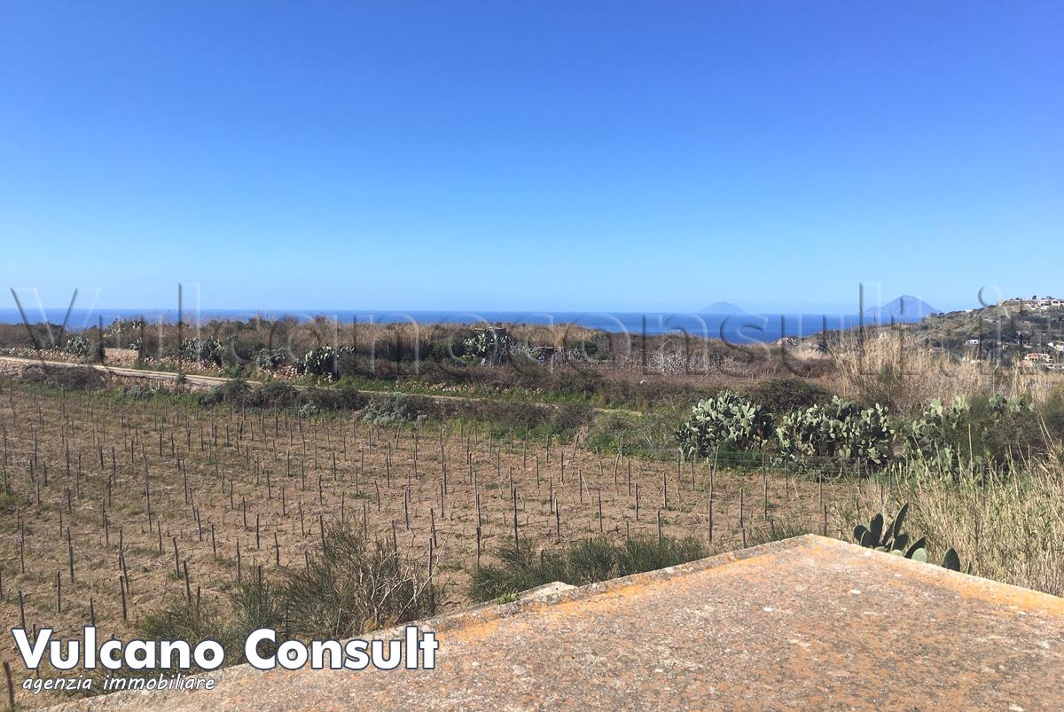 Vendesi casa tipica eoliana con progetto approvato in Lipari Monte