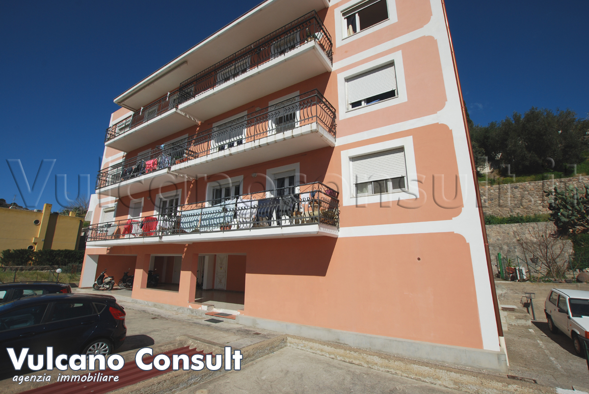 Appartamento centro terzo piano Lipari