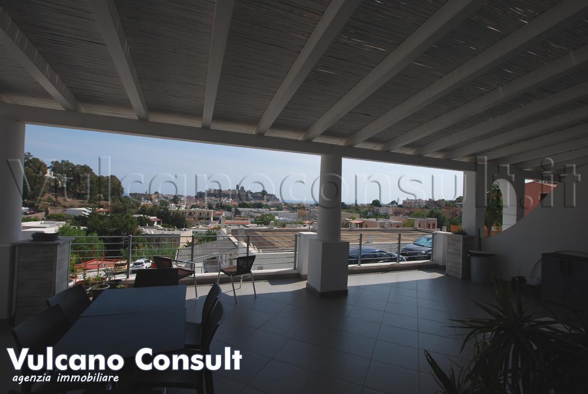 Vendesi appartamento panoramico a Lipari centro