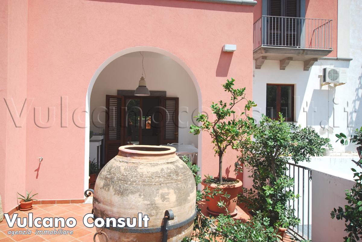 Vendesi Lipari centro casa confortevole a piano terra