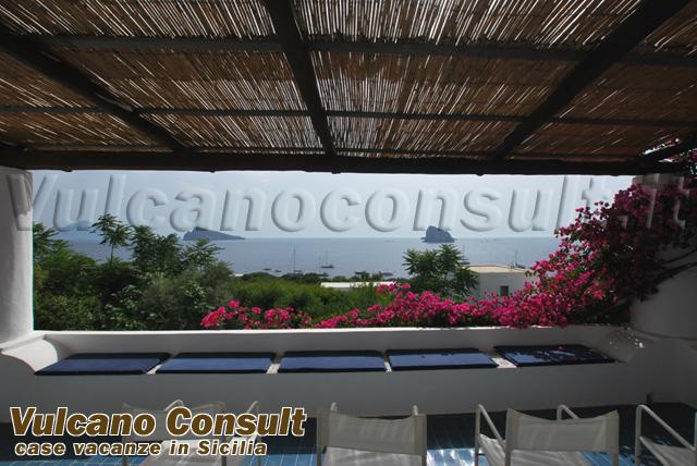 First floor apartment to sell in Acquacalda, Lipari.