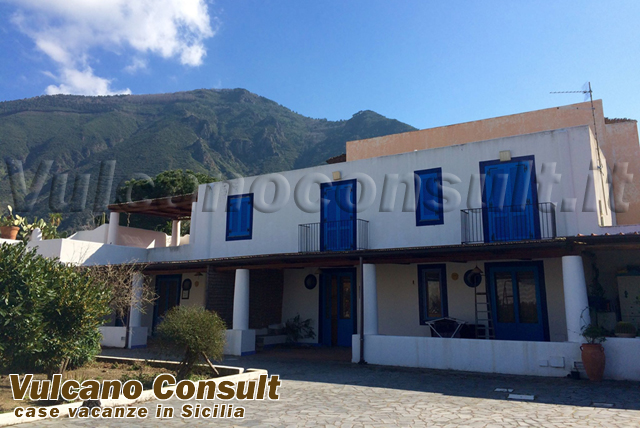 3 apartments in villa to sell in Salina Malfa