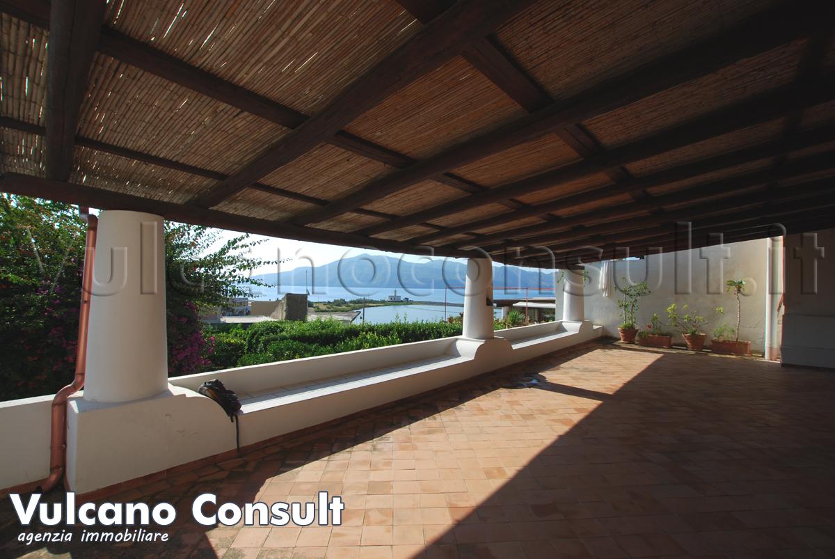 Vendesi casa con giardino Lingua Salina