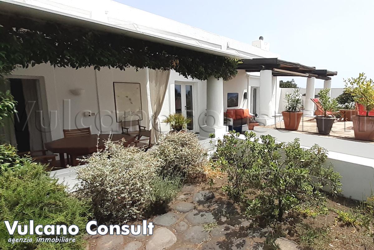 Vendesi elegante casa eoliana Stromboli