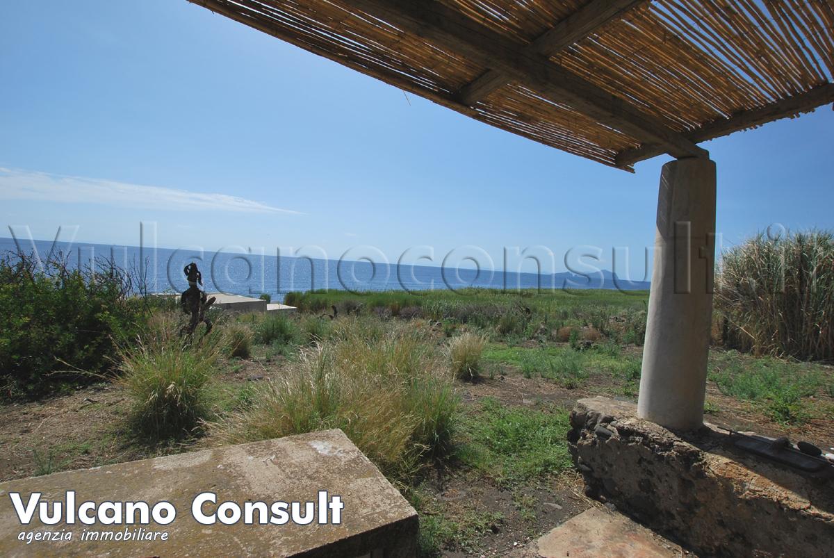 Casetta spiaggia Punta Lena Stromboli