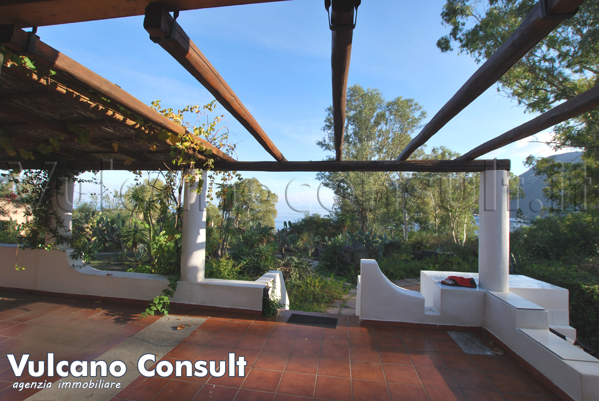 House Vulcano Blu to sell in Vulcano