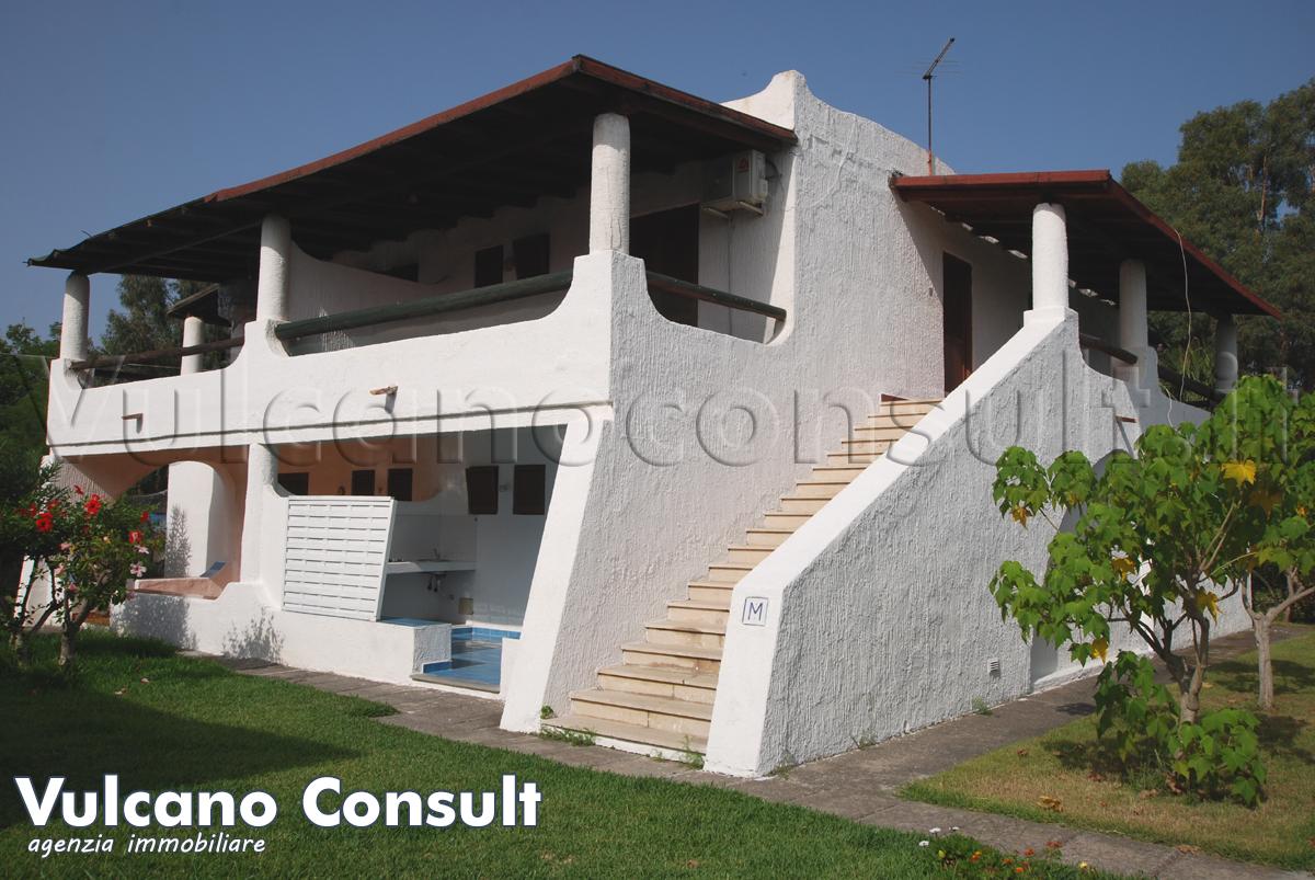 Vendesi Vulcano appartamento con terrazzo