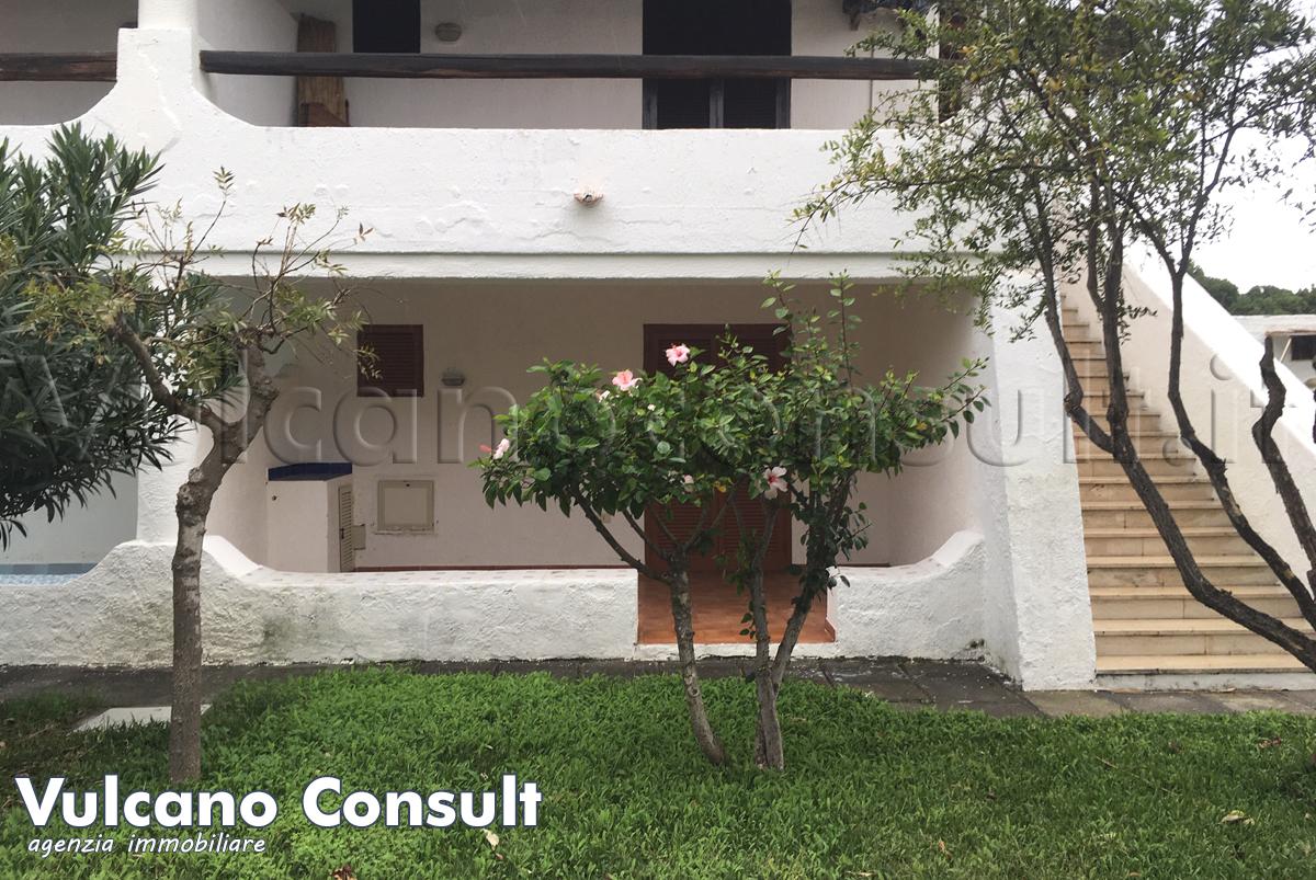 Vendesi monolocale con posto auto al residence al porto a Vulcano