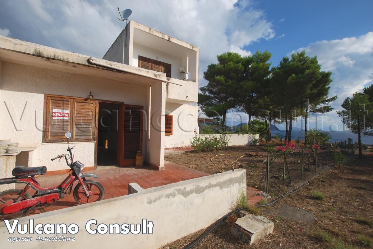 Appartamento con terreno e vista mare Vulcano